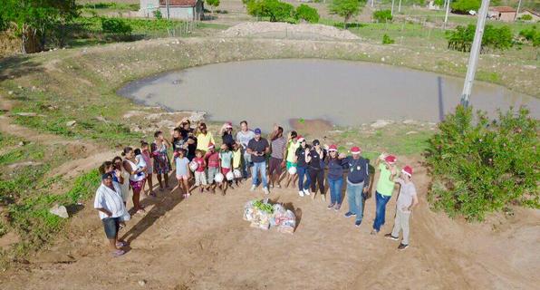 Moradores de Santana do Ipanema, Senador Rui Palmeira e São José da  Tapera recebem donativos e presentes de Natal dos  policiais civis do NI