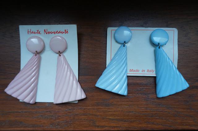 80s plastic earrings baby blue pink 1980