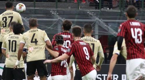 بهدف وحيد نادي ميلان يحقق الفوز على فريق سبال في مباراة الجولة العاشره من الدوري الايطالي
