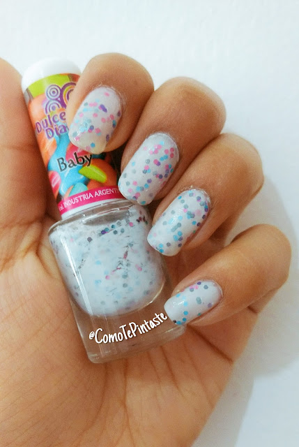 swatch esmalte blanco con glitter de colores