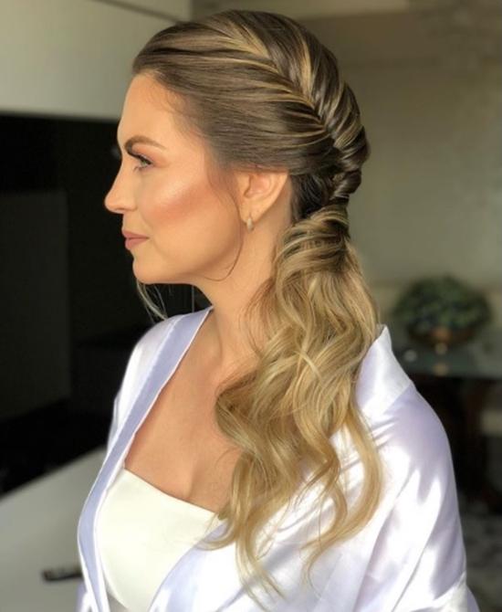 penteado de lado lateral