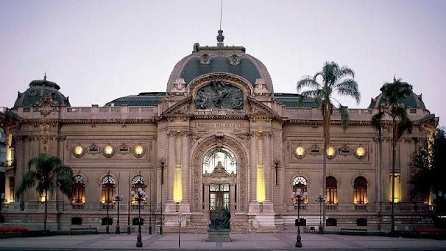 Visitar os museus de Santiago no mês de agosto
