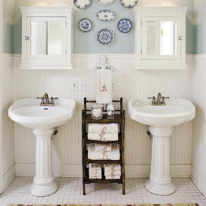 Candles in mason jars are an elegant, farmhouse addition to any bathroom.
