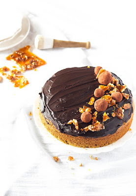 http://thecupcakeconfession.com/chocolate-carrot-cake/