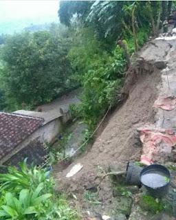 Hujan 1 jam, Longsorkan Tebing Setinggi 15 meter