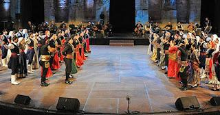 Κρητικοί και Πόντιοι χόρεψαν αντικριστά για φιλανθρωπικό σκοπό και έκαναν τη γη να τρέμει