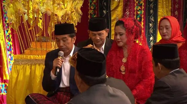 Begini Nasihat Presiden Jokowi Untuk Bobby Dan Kahiyang Dengan Bahasa Mandailing