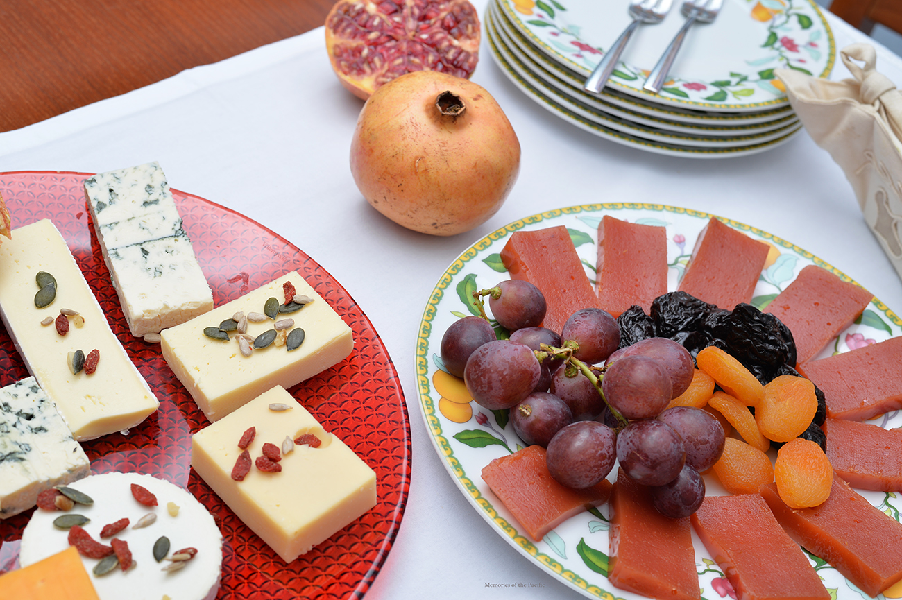 quince membrillo recipe spain tapas snack cheese platter grapes dry fruit