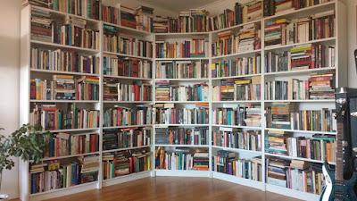 Bøker bokhyller