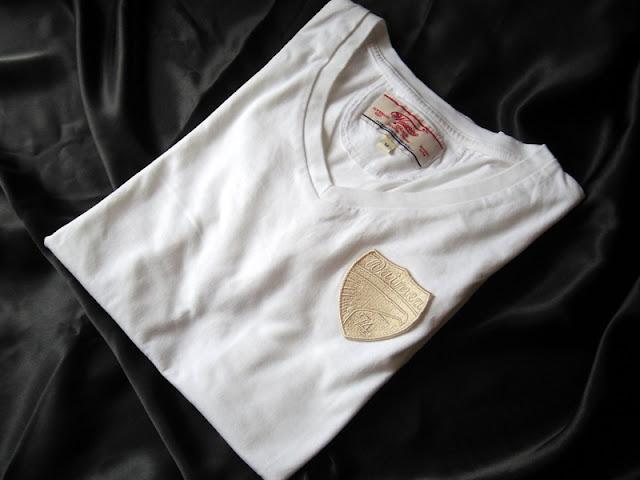 ワイメアクラシックのVネック Tシャツ