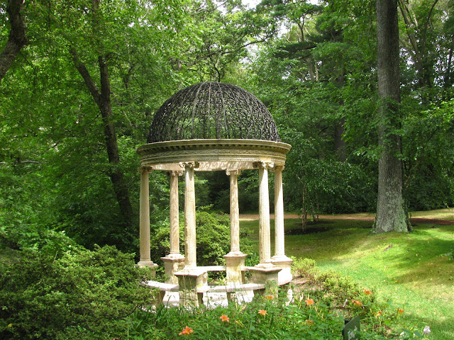 Summertime-at-the-Temple-of-Love-in-Old-Westbury-Gardens