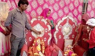 Aneh, Pasangan Ini Menikah Setelah 18 Tahun Lalu Meninggal