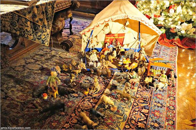 Juguetes Humpty Dumpty Circus de la Biblioteca de la Mansión The Elms en Newport