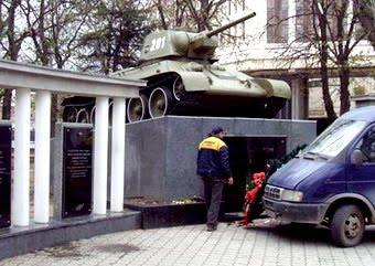 Танк в Симферополе