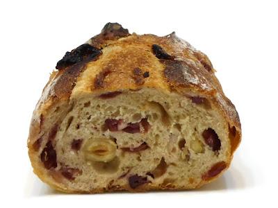 クランベリーとヘーゼルナッツのパン(Pain aux noisettes et airelle rouges sur levain naturel) | Le Petit Mec(ル・プチメック)