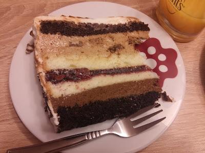 Czekoladowy tort z chałwą