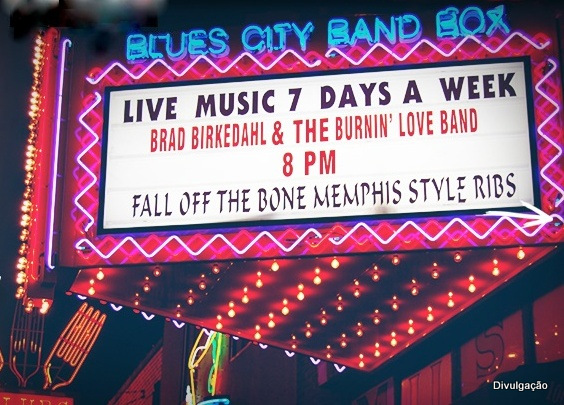 Letreiro do Blues City Cafe, em Beale Street, Memphis