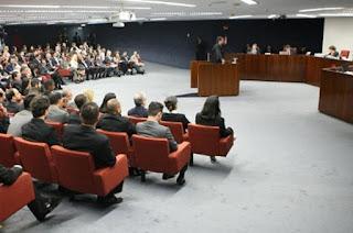 http://vnoticia.com.br/noticia/1649-stf-decide-mandar-irma-de-aecio-e-primo-para-prisao-domiciliar