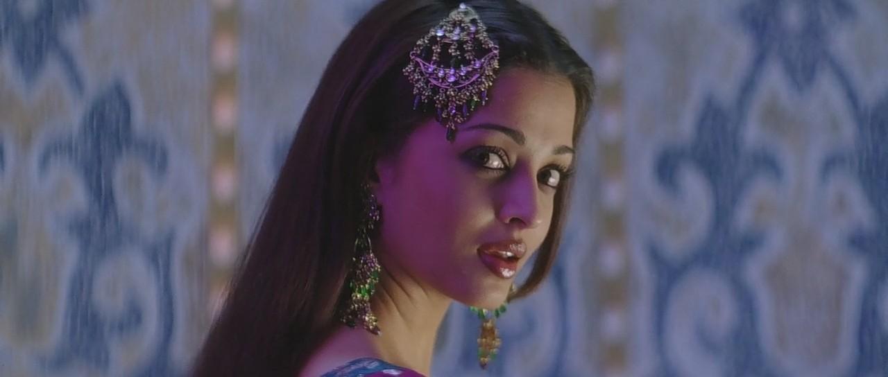Aishwarya Rai in Kajra Re item song still HD