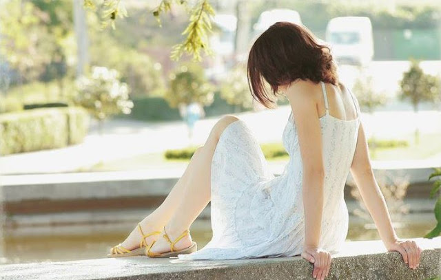 images of sad girl sitting alone