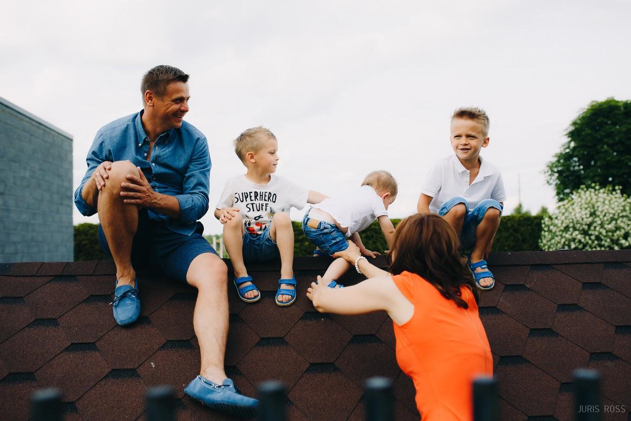 laimīgas ģimenes fotosesija