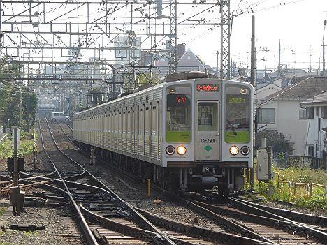 京王電鉄 区間急行 京王多摩センター行き2 都営10-000形240F(2016.9新設)
