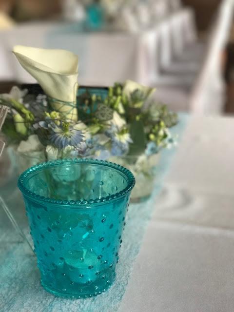 Tischdekoration mit Calla, Hochzeitsmotto Flug der Kraniche, 1000 Origami-Kraniche zur Hochzeit, heiraten im Riessersee Hotel Garmisch-Partenkirchen, Bayern, Hochzeitsplanerin Uschi Glas, petrol und weiß