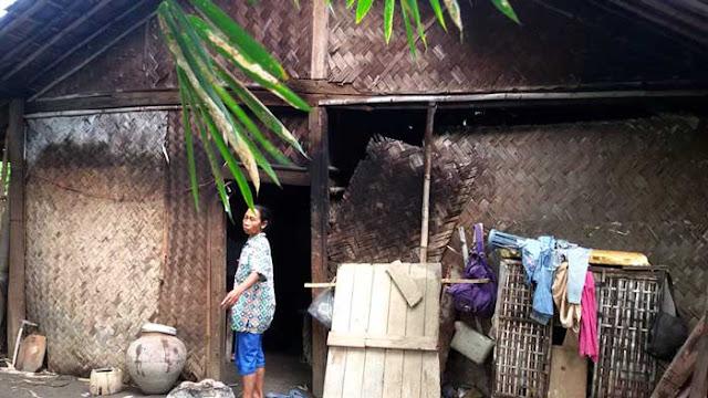 Sebuah Rumah Warga Sukamekar Rusak Diterjang Angin Dan Hujan Lebat