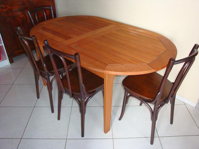 Cadeira antigas restauradas e mesa da MMM