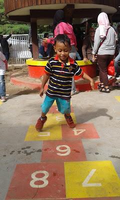 Taman Kaulinan dibuat dengan memenuhi standar keamanan untuk anak-anak  dilengkapi gazebo untuk orang tua menemani dan mendampingi anak bermain  serta rumah ... 075ad76c1f