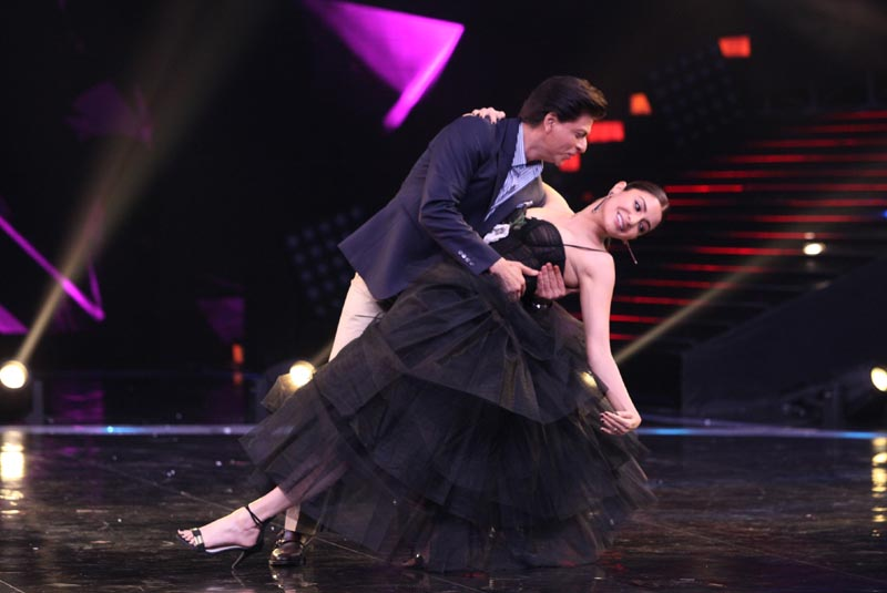 Shahrukh Khan along with Anushka Sharma on Dance +4