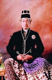 Biografi-dan-Keteladanan-Sri-Sultan-Hamengkubuwono-serta-Keistimewaan