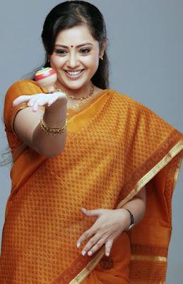 Malayalam actress Meena in saree