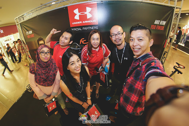 #TCSlefie with blogger buddies Ruby, Feeq, Kelly, Miera Nadhirah and Max Lim