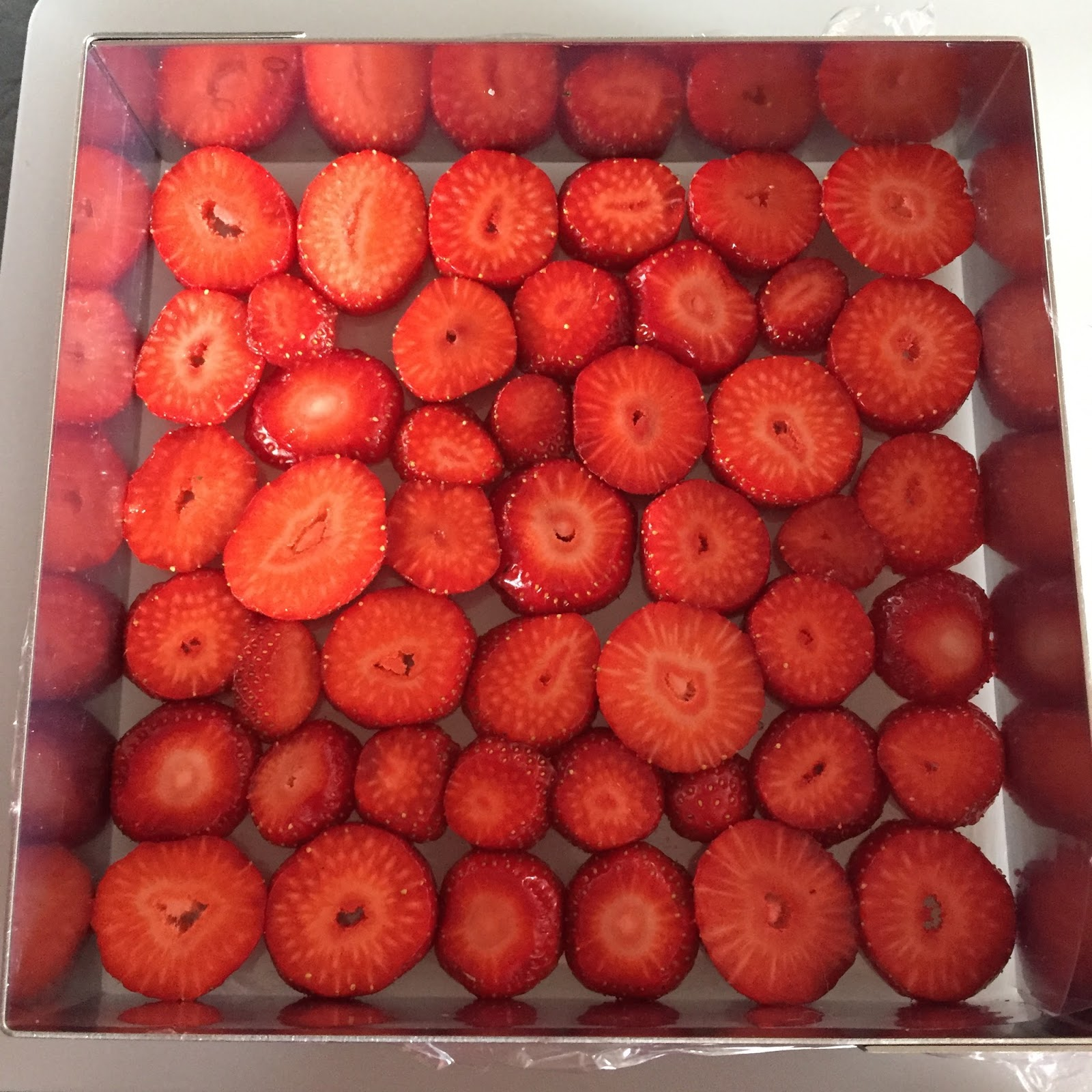 j u0026 39 en reste baba  fraisier de yann couvreur