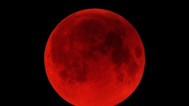 Aswari dan Warga Lahat Saksikan Super Blood Moon