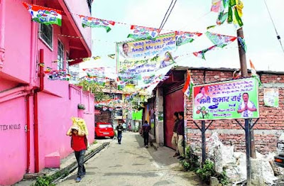 Banners and flexes of Morcha and Trinamul in Kurseong municipality