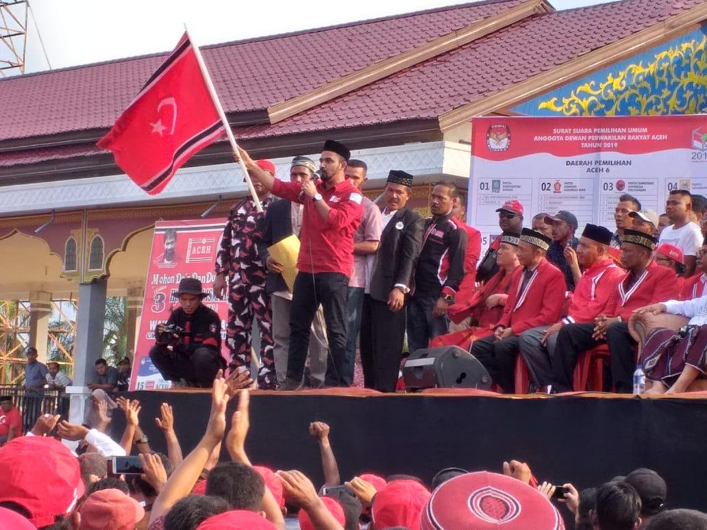 Bendera Bulan Bintang Berkibar Saat Kampanye PA di Aceh Timur
