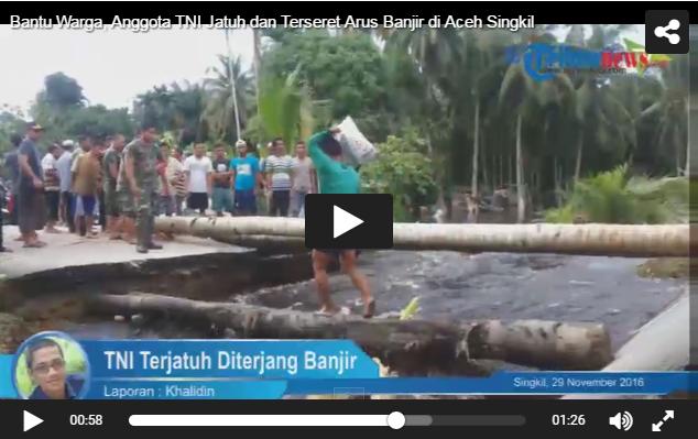 Video Detik-detik Anggota TNI Jatuh dan Terseret Arus Banjir saat Bantu Warga di Aceh Singkil