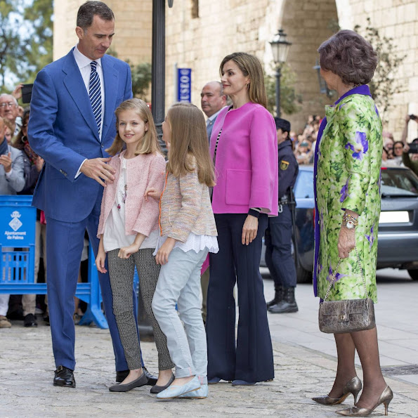 King Felipe, Queen Letizia, Princess Leonor, Princess Sofia and Queen Sofia attend the easter mass at the cathedral of Palma de Mallorca