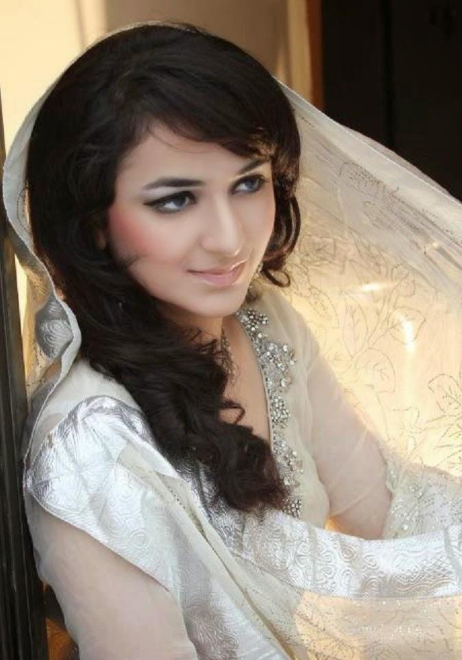Mehwish Hayat Hd Wallpaper Showbiz Pakistani Studio Wallpapers Yumna Zaidi Hd Free