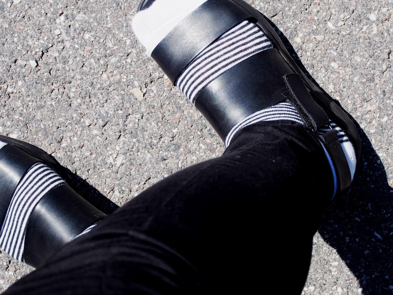 outfit asu päivän asu kengät sandaalit kesä summer style tyyli viileä cold sateinen rainy day päivä ulkoilu outdoors runway style muoti fashion