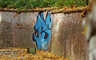 http://fotobabij.blogspot.com/2015/11/puawy-geboka-droga-niebieskie-graffiti.html