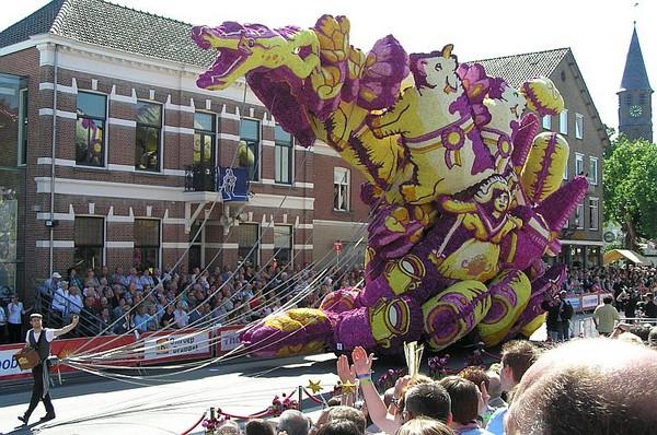 Gigantic Flower Sculpture-1