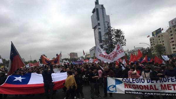 Trabajadores públicos chilenos ratifican paro nacional