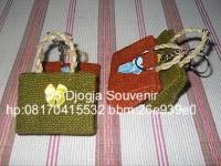 souvenir pernikahan murah, souvenir gantungan kunci tas goni