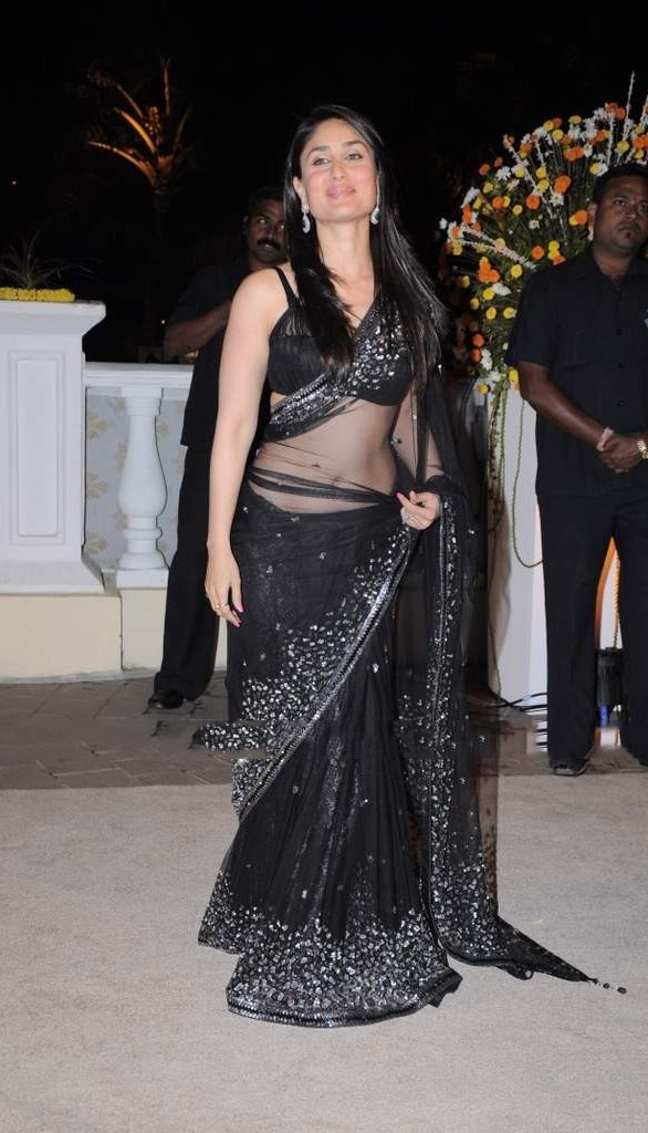 Bollywood actress kareen kapoor hot black saree st…
