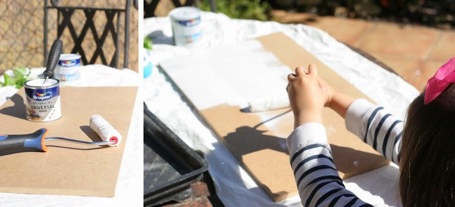 Pintando la madera de dm para hacer el porta lazos con pinzas de madera