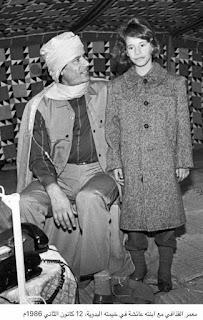 صورة نادرة لمعمر القذافي مع ابنته عائشة عام 1986م