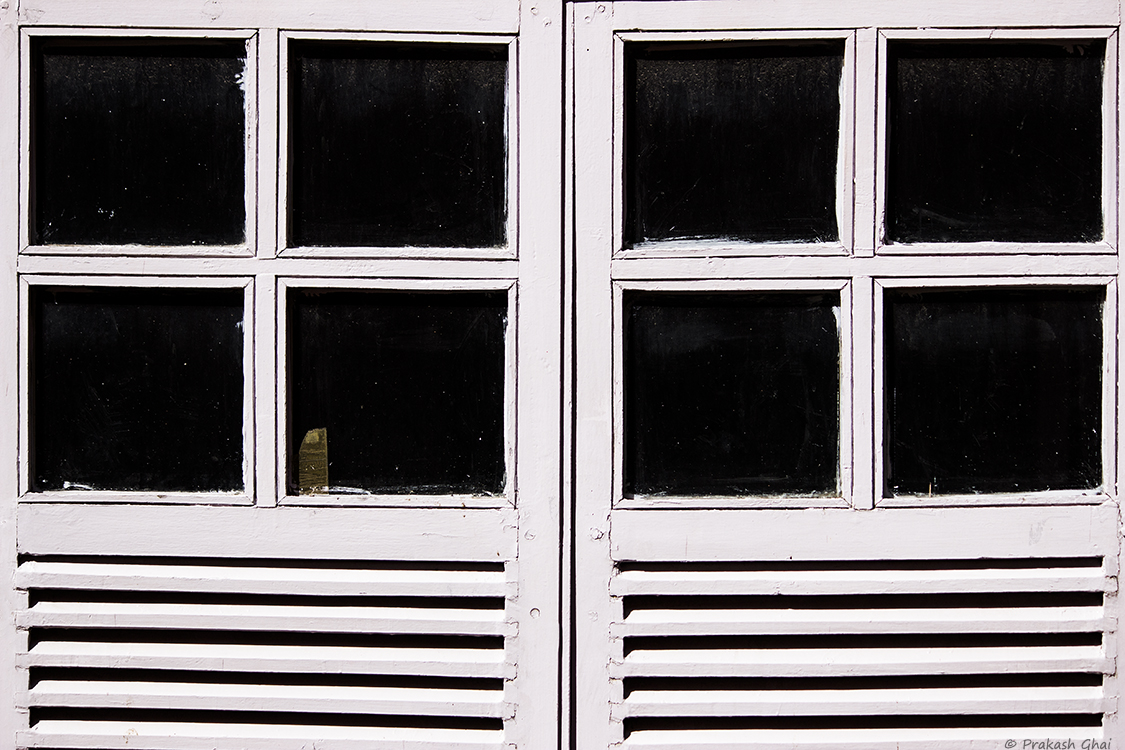 A Minimalist Photo of Eight squares of two windows complimented by lines and beautifully split into two sets of four squares each.